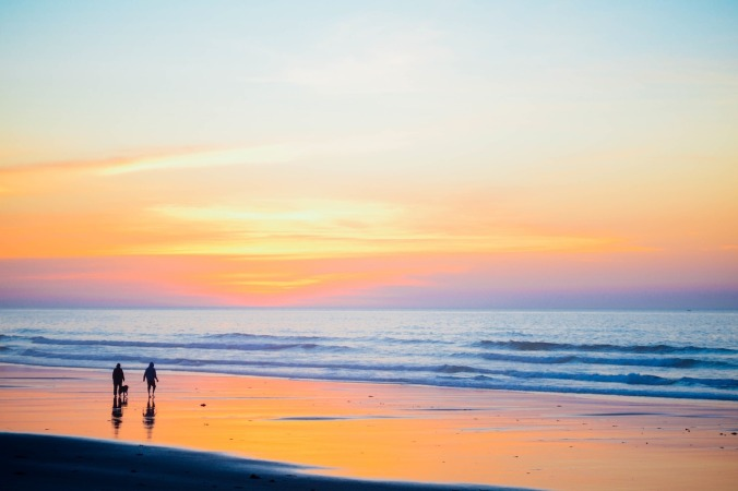 sunset-beach-1082204_1280