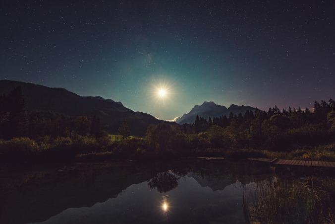 moonshine-960797_1280